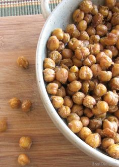 Crispy roasted garbanzo beans make the perfect topping for soup, a great addition to a salad or the perfect snack. Roasted Garbanzo Beans, Garbanzo Bean Recipes, Cooking Garbanzo Beans, Cooking Dried Beans, Side Recipes, Easy Healthy Recipes, Vegetarian Recipes, Beans Recipes, Savory Snacks