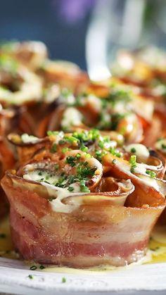 Potato Bouquets Wrap it up, these potato bouquets are bacon us crazy.Wrap it up, these potato bouquets are bacon us crazy. Bacon Recipes, Appetizer Recipes, Appetizers, Cooking Recipes, Bacon Wrapped Potatoes, Food Videos, Love Food, Breakfast Recipes, Food Porn