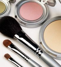 If you're #pregnant, consider going with all-natural makeup. Here's why: