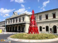 Estación de tren de La Spezia, desde aqui tomamos el tren para visitar los pueblos del Parque de Le Quince Terre, #Italia  Recorre Italia en coche de alquiler, compara precios aquí http://www.reservasdecoches.com/paises/alquiler-de-coches-italia/  #laspezia #cinqueterre #liguria