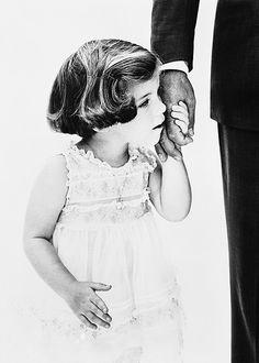 Caroline Kennedy holding her father John F. Kennedy's hand, photographed by Richard Avedon, 1960.