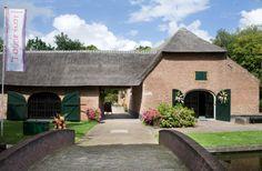 Aan de rand van Veldhoven, middenin het voormalig kerkdorp Zeelst ligt Museum 't Oude Slot. Het terrein ligt enigszins verscholen in de woon...