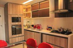 Cozinha corredor com divisor de lavanderia de vidro so for Cocinas americanas cerradas