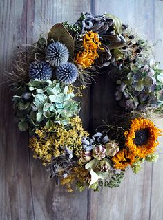 Dried Flower Wreaths, Wreaths And Garlands, Holiday Wreaths, Christmas Tree Decorations, Evergreen Flowers, Diy Flowers, Flower Factory, Corona Floral, Fleurs Diy