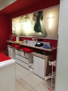 1.6 Come si deve organizzare il retro cassa di una attività? Vanity, Mirror, Furniture, Home Decor, Letter Case, Painted Makeup Vanity, Homemade Home Decor, Lowboy, Dressing Tables