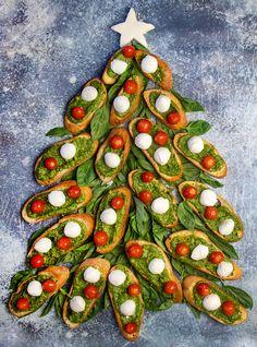 Christmas Eve Dinner, Christmas Snacks, Xmas Food, Christmas Appetizers, Appetizers For Party, Holiday Treats, Holiday Recipes, Christmas Recipes, Christmas Buffet