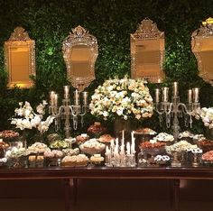 Mesa de doces com muro ingles