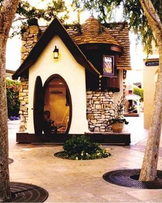 This is a Playhouse but I can imagine building a Smallhouse to look very similar. So pretty.