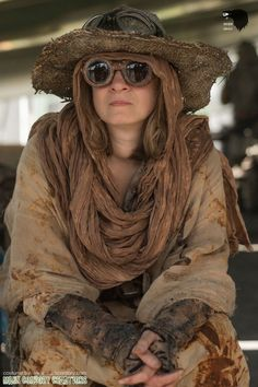 Rust dyeing bleaching and fabric pain. Post Apocalyptic Clothing, Post Apocalyptic Costume, Post Apocalyptic Fashion, Post Apocalypse, Apocalypse Fashion, Mad Max, Steam Punk, Desert Nomad, Dystopia Rising