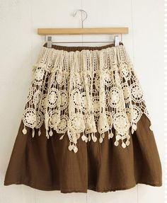 ooh ooh ooh sudden inspiration! I have lace valances I got for a project! Over a skirt!!!