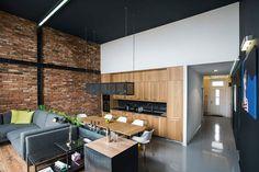 O preto, quando bem usado, é chique e dá um ar moderno aos ambientes. No entanto, é preciso cuidado, pois pode diminuir a amplitude e deixar os espaços com