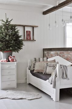 Think ladder-on-wall Christmas Decor | Mias Interiør
