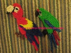 Rainbow Loom SCARLET and MILITARY MAKAWS. Designed and loomed by Jaclyn Lecaros. (Rainbow Loom FB page)