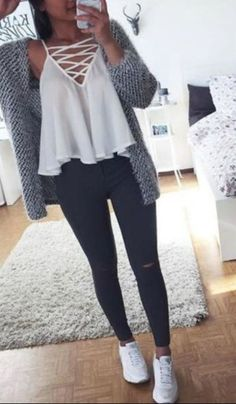 teen-fashion-outfit-ideas-for-school-ripped-jeans-converse-sneakers-sweater-crop. - - teen-fashion-outfit-ideas-for-school-ripped-jeans-converse-sneakers-sweater-crop-top-hoodie Straight Hairstyles for You 2019 Straight Hairstyles ideas. Crop Top Hoodie, Crop Top Sweater, Loose Sweater, Tee Shirt, Jeans And Crop Top, Teenager Outfits, Teenager Mode, Teenager Girl, Teenager Fashion