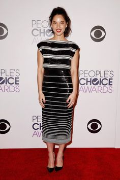 Olivia Munn in a sequin and striped Giambattista Valli Haute Couture top and skirt at the 2015 People's Choice Awards