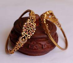 Jewelry Design Earrings, Gold Earrings Designs, Gold Ring Designs, Fashion Earrings, Jewelry Art, Jewelry Rings, Gold Bangles Design, Gold Jewellery Design, Antique Jewellery Designs