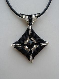 COLLIER CARRE EN CAGE NOIR & ARGENTE : Collier par passion-bijoux