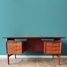 Located using retrostart.com > Model 75 Writing Desk by Gunni Omann for Omann Jun
