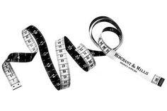 Merchant & Mills superior tape measure in black & white. Bespoke made in Germany. A traditional black & white tailor's tape measure in metric and imperial with metal tips. Sewing Kit, Sewing Studio, Sewing Tools, Sewing Notions, Sewing Hacks, Sewing Projects, Merchant And Mills, Decoupage, Modelista