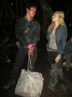 Bob Morley and Eliza Jane Taylor The 100 cast behind the scenes Bellarke Bellamy Blake and Clarke Griffin The 100 Show, The 100 Cast, It Cast, Best Tv Shows, Best Shows Ever, Bellarke Tumblr, Bob Morely, The 100 Serie, Eliza Jane Taylor