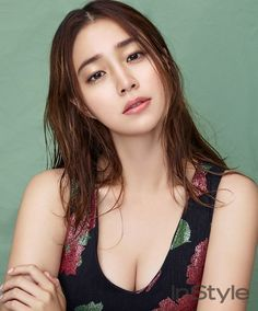 Actress Lee Min Jung posed in a feminine, lovely shoot with 'InStyle' magazine.She looks refreshed and pretty with natural, soft makeup. Jung So Min, Korean Star, Korean Girl, Vixx, Come Back Mister, Korean Beauty, Asian Beauty, Sung Joon, Instyle Magazine