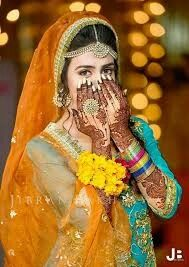 Every Bridal wants to look beautiful on her special day find here Bridal hairstyle & Mehndi hairstyles there are up to date, styles according to tradition. Bridal Hairstyle Indian Wedding, Indian Wedding Poses, Indian Wedding Photography, Mehndi Hairstyles, South Indian Bridal Jewellery, Bridal Jewelry, Kate Spade Bridal, Disney Bridal Showers, Unique Bridal Shower