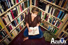 senior picture in a bookstore