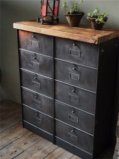 meuble industriel ancien a clapets meuble industriel vintage de renaud jaylac pinterest. Black Bedroom Furniture Sets. Home Design Ideas