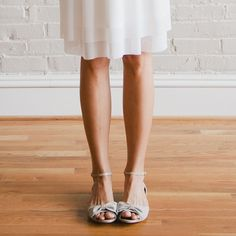 The always perfect Miss Whitney Deal of DARLING DEXTER shot her new look book featuring our PANSY flats in Off White. So cute!!