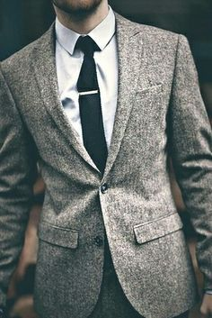Pin it! Pin the tie! Prendedor de gravata carimbando um look clássico