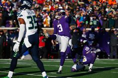 Laces Out! About the only exclamation one could think of, and rightfully so, as Blair Walsh misses a 27 yard winning FG attempt that ...