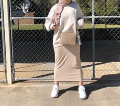 Sporty outfits with tube skirt . Modest Outfits Muslim, Modest Summer Outfits, Modest Summer Fashion, Sporty Outfits, Modern Hijab Fashion, Hijab Fashion Inspiration, Muslim Fashion, Casual Hijab Outfit, Hijab Dress