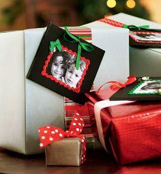 No dia de Natal, no lugar da etiqueta, coloque uma foto dos presenteados (Decoração de Natal | Christmas decor)