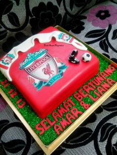 My Liverpool Cake ! Awesome Right ? Just luv doing the tiny miny Little Boots and Ball. Liverpool Cake, Cake Templates, Juice Plus, Cake Boss, Cake Designs, Birthday Cakes, Cake Ideas, 21st, Claire