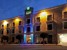 Oaxaca Holiday Inn Express Oaxaca - Centro Historico Mexico, North America Located in Oaxaca City Center, Holiday Inn Express Oaxaca - Centro Historico is a perfect starting point from which to explore Oaxaca. The hotel offers guests a range of services and amenities designed to provide comfort and convenience. Free Wi-Fi in all rooms, 24-hour front desk, facilities for disabled guests, luggage storage, valet parking are there for guest's enjoyment. Designed for comfort, selec...