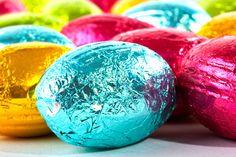 Huevos de pascua de chocolate, un dulce espectacular para Semana Santa - Recetín Easter Eggs, Food, Google, Chocolate Bunny, Chocolate Easter Eggs, Holidays Events, How To Make, Crystals, Minerals
