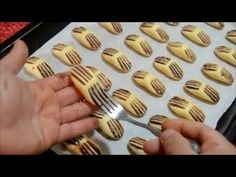 Tart Recipes, Sweets Recipes, Cookie Recipes, Biscotti Cookies, Yummy Cookies, Sugar Cookie Icing, Food Garnishes, Arabic Food, Cookie Designs