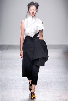 Sfilata Aganovich Parigi - Collezioni Primavera Estate 2015 - Vogue
