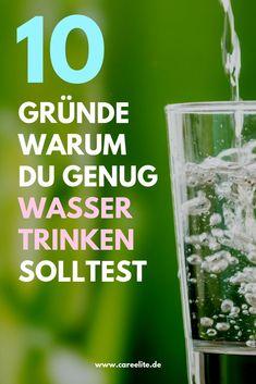 Das Wasser ist so essentiell für uns, wie nichts Anderes auf der Welt. Heute erfährst du, zu wie viel Prozent du aus Wasser bestehst und wie viel Wasser du täglich trinken solltest. Außerdem gebe ich dir 10 gute Gründe mit auf den Weg, täglich ausreichend viel Wasser zu trinken und zeige dir, wie du das tägliche Trinken von ausreichend Wasser problemlos in deinen Alltag integrieren kannst. #wasser #natuerlich #gesundheit