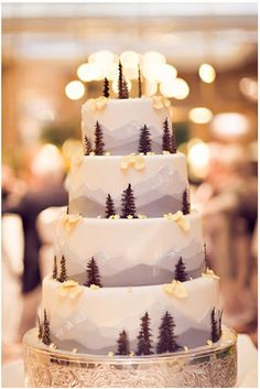 We love this #mountain themed #wedding cake!