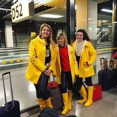 Raincoats For Women Shops Wellies Rain Boots, Hunter Wellies, Hunter Boots Outfit, Rainy Day Fashion, Yellow Raincoat, Rain Gear, Hooded Raincoat, Raincoats For Women, Lady