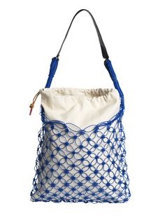 This updated bucket bag feels instantly fresh, with its drawstringed cotton canvas lining and knotted plastic exterior. The unexpected contrast of the leather handle adds a touch of luxe. Fendi Spy Bag, Tote Handbags, Leather Handbags, Macrame Bag, Macrame Mirror, Macrame Curtain, Marc Jacobs Handbag, Designer Wallets, Wholesale Handbags