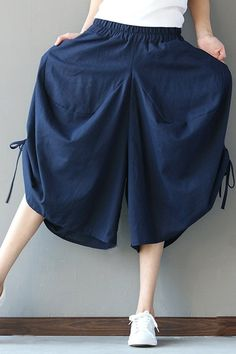 Gorgeous Loose Solid Folk Style Pocket Side Slit Women Pants - NewChic Mobile You are in the right place about Women's Pants trousers Here we offer you the most beautiful pictures about the Women's Pa Trousers Women, Pants For Women, Clothes For Women, Balloon Pants, Wide Leg Linen Pants, Folk Fashion, Black Models, Pants Pattern, Blue Pants
