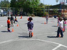 preK pasadena 2011/2012: MOTRICITE: Les jeux collectifs et les ateliers de lancer Grande Section, Petite Section, Activity Games For Kids, Ballons, Physical Education, Street View, Animation, Tour, Sports