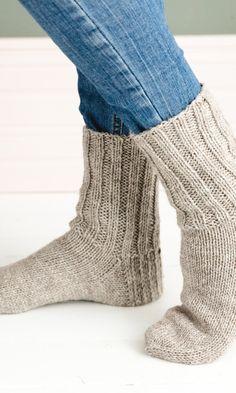 Villasukka – ohje | Meillä kotona Crochet Socks, Knitting Socks, Leg Warmers, Opi, Slippers, Legs, Accessories, Crocheting, Fashion