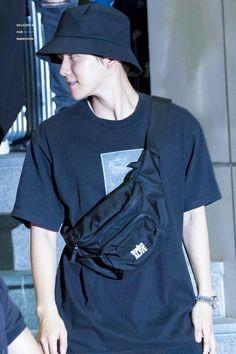 "180721 leaving COEX Artium after ""The Station"" Music Talk Concert Baekhyun, Kim Minseok, Exo Members, Chanbaek, My Sunshine, Korean Singer, Boy Bands, Baby Boy"