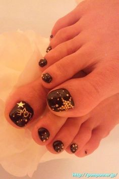The nails of the foot (black)