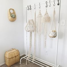 """221 tykkäystä, 7 kommenttia - Macrame Makers (@macramemakers) Instagramissa: """"Macrame Maker ✨: @knotonomy ---- ---- I am loving my workspace more and more everyday. It may be…"""""""
