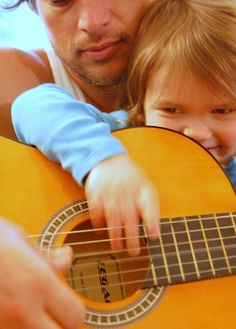 10 children's songs you play by learning just two guitar chords