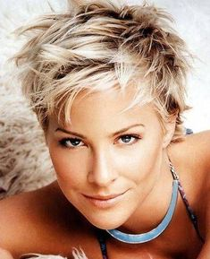 35 Messy Pixie Hairstyle that you will totally adore - Reny styles #hairstylesforShorthair Messy Pixie Haircut, Longer Pixie Haircut, Short Choppy Hair, Messy Short Hair, Short Pixie Haircuts, Short Blonde, Hairstyles Haircuts, Short Hair Cuts, Short Hair Styles